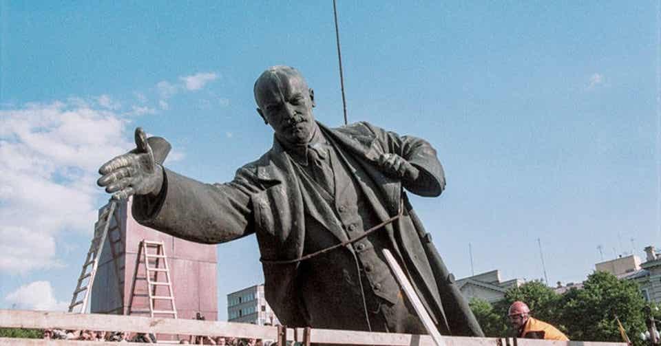 打ち倒されたレーニン像はどこへ消えた|artoday - chiaki|note