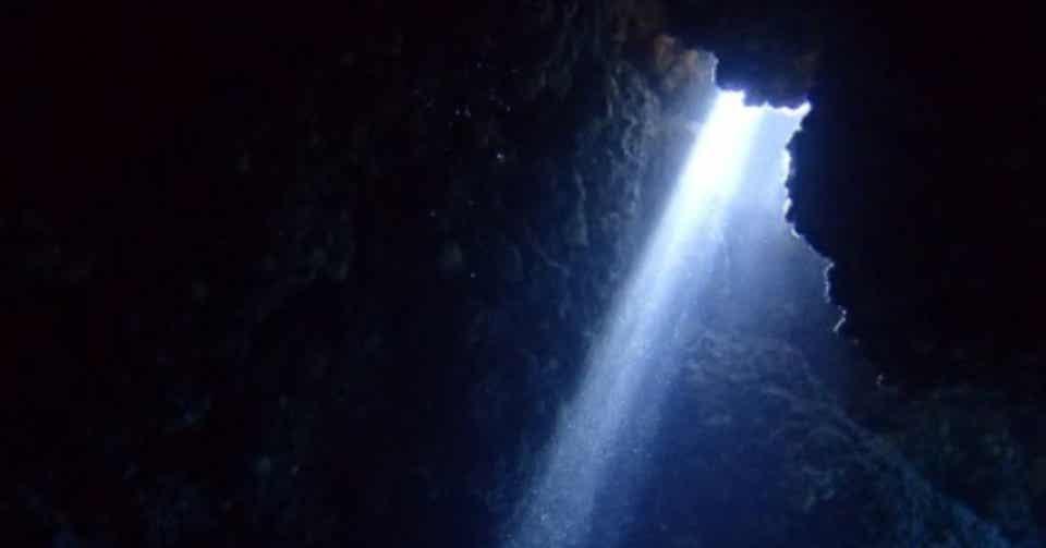 「光 一筋の」の画像検索結果
