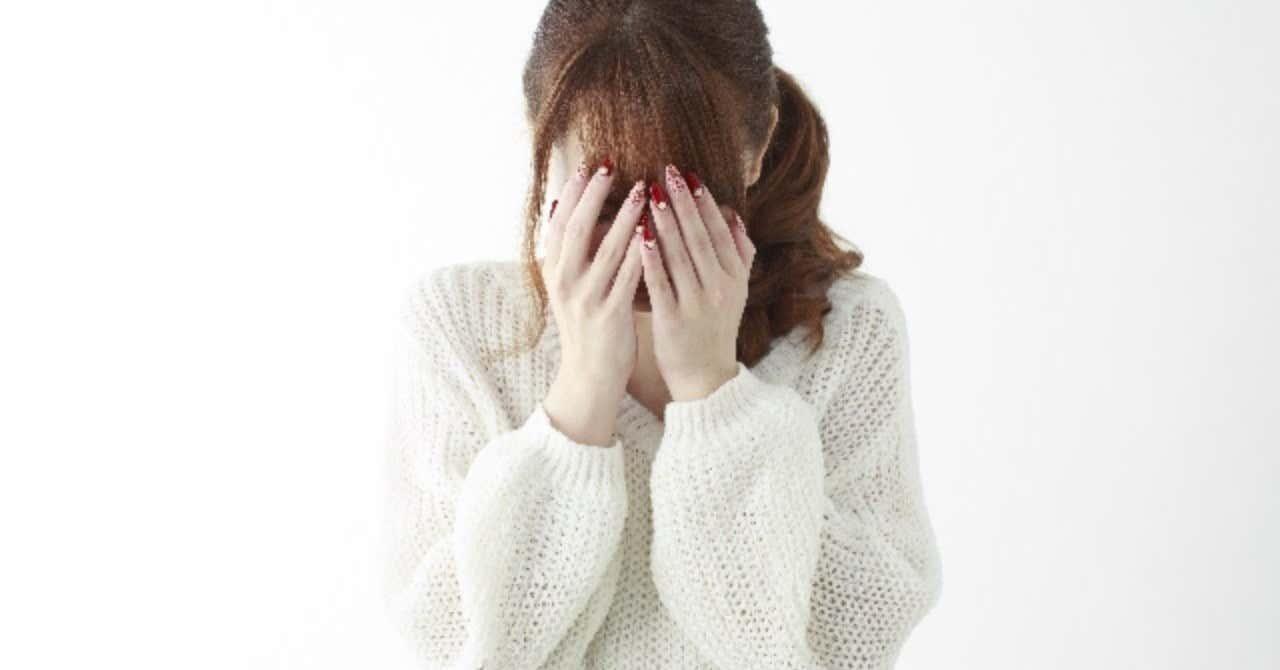 _photo_AC_顔を覆う女性2