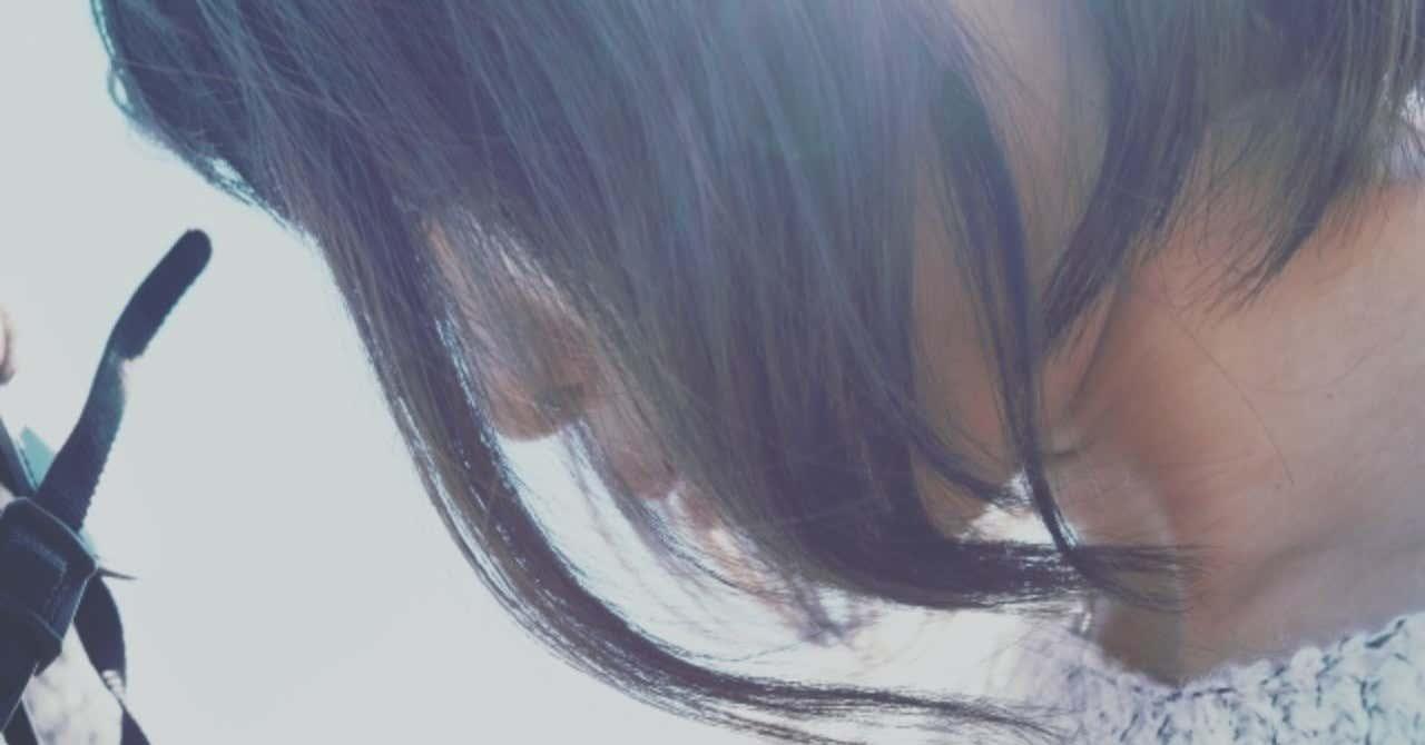 _photo_AC_うつむく女性の横顔