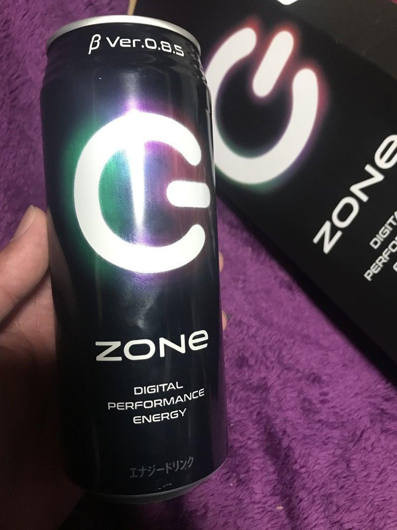 """ドリンク ゾーン エナジー エナジードリンク「ZONe(ゾーン)」とPS5™が""""超没入""""コラボレーション! 2種類の限定コラボ缶が登場!!"""