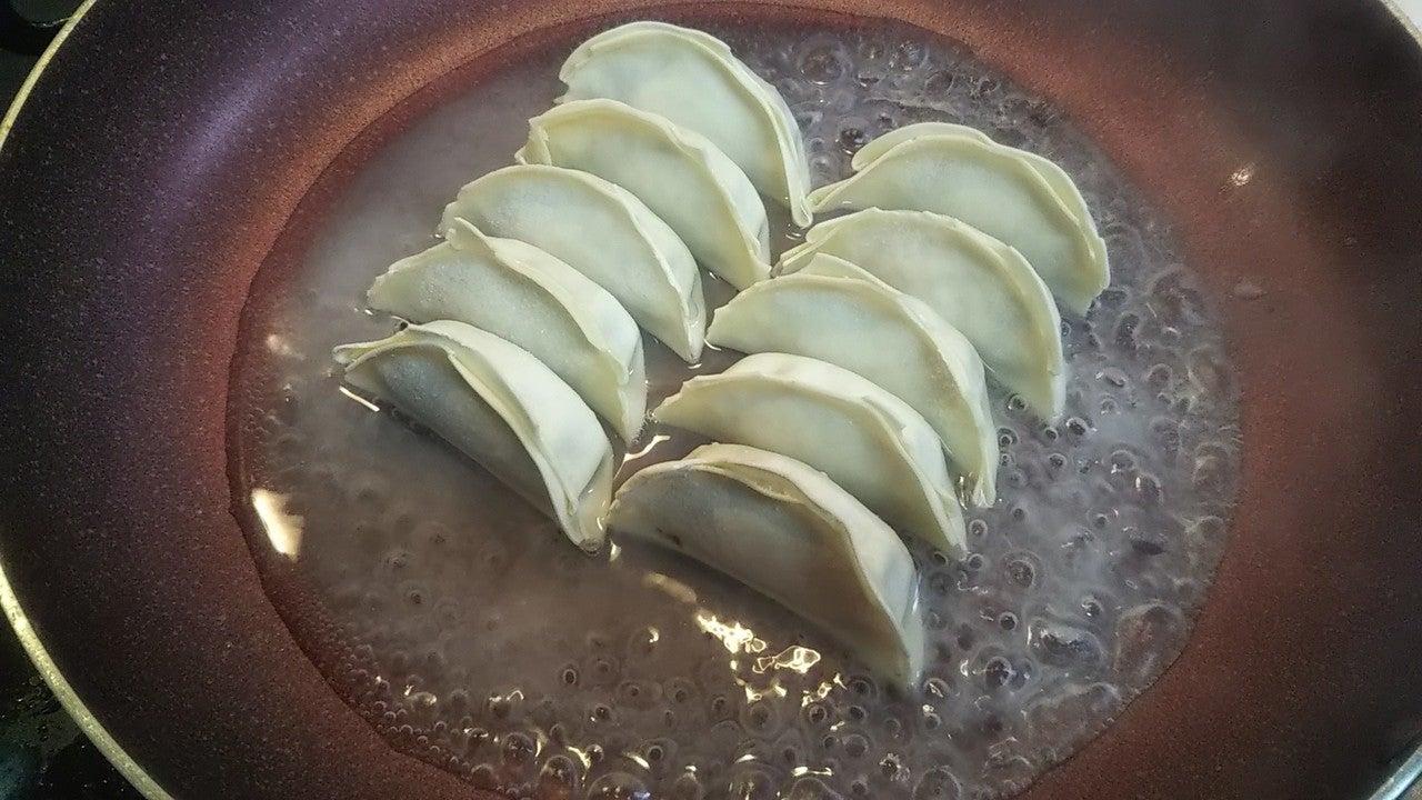 片栗粉 羽根 つき 餃子