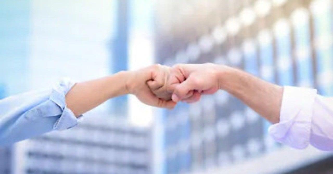 握手の代わりにファーストバンプ、もっと良いのはお辞儀かも:新型コロナウイルス対策|Niena Hino/日野 江都子(NY在住  国際イメージ・コンサルタント)|note