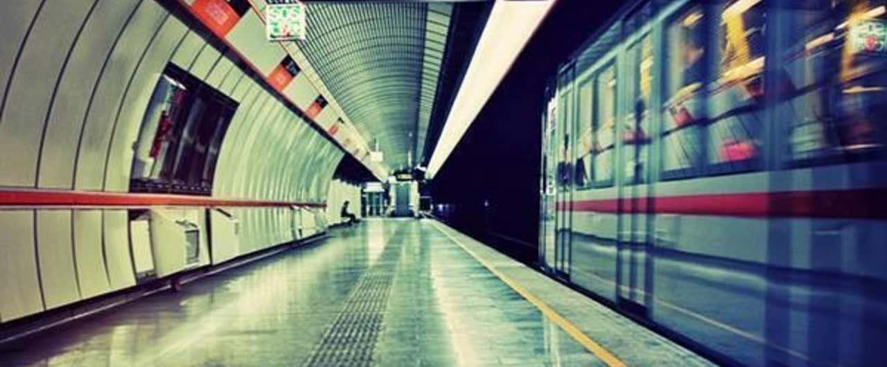 夜の地下鉄