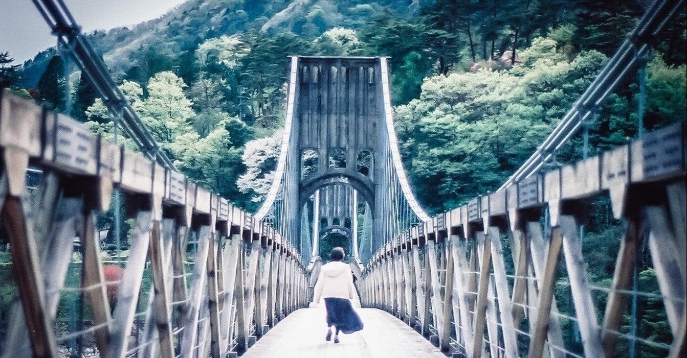 に 和訳 橋 明日 架ける