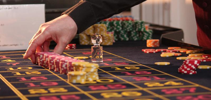 Дам денег для игры в рулетку карты играть черви