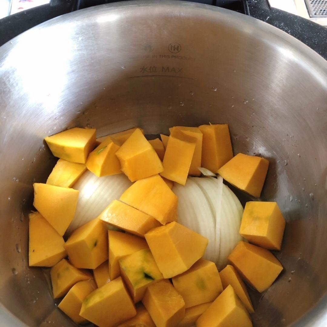 ホットクック で作るかぼちゃのポタージュ加熱前