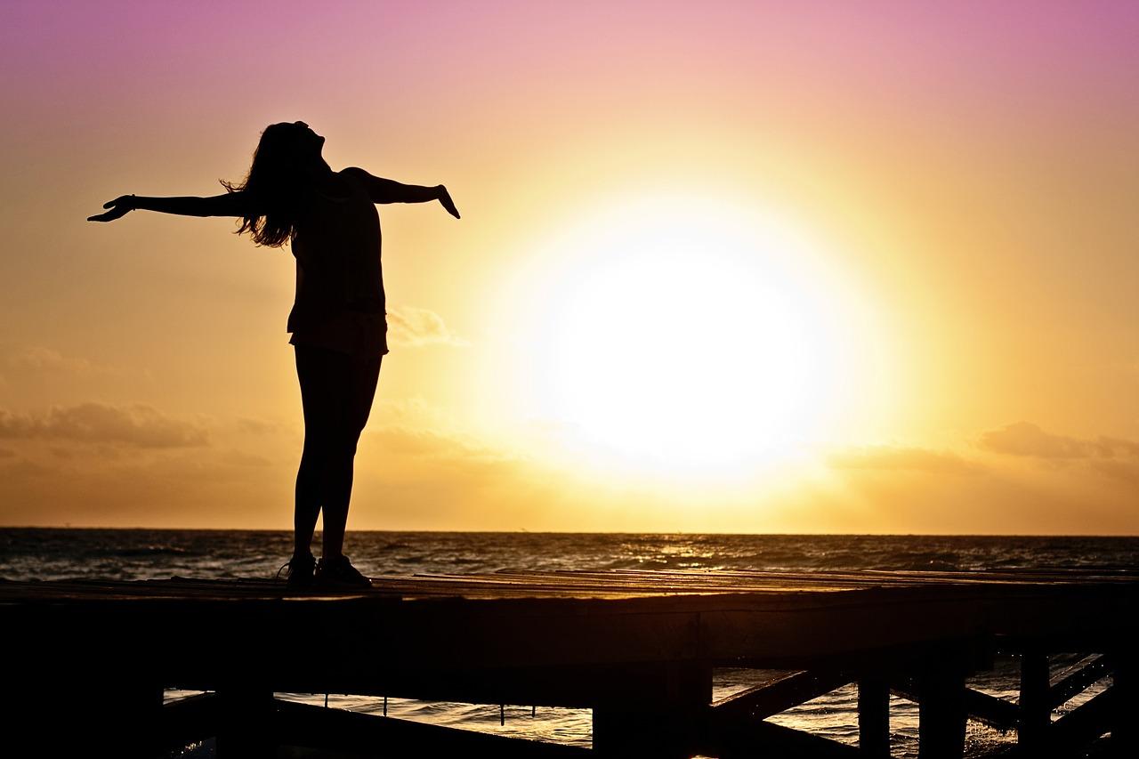 太陽 浴びる 女性