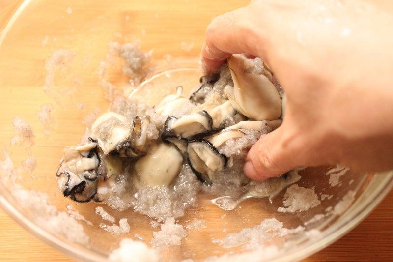 生 食用 牡蠣 洗う
