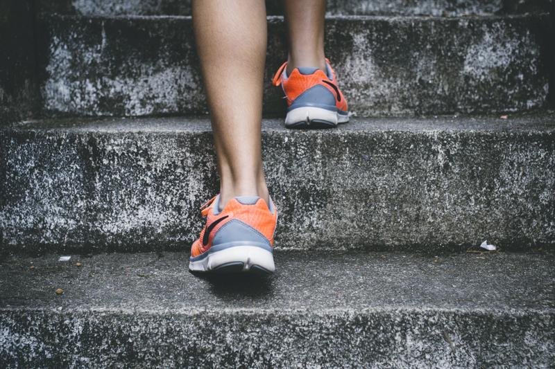 階段 登る 歩き方