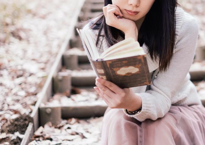 女性 本 読書