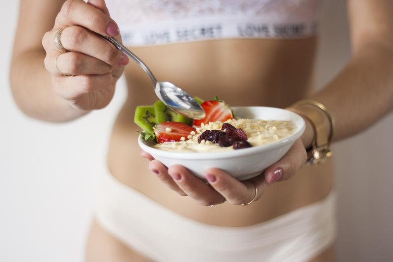 栄養 食べる 女性
