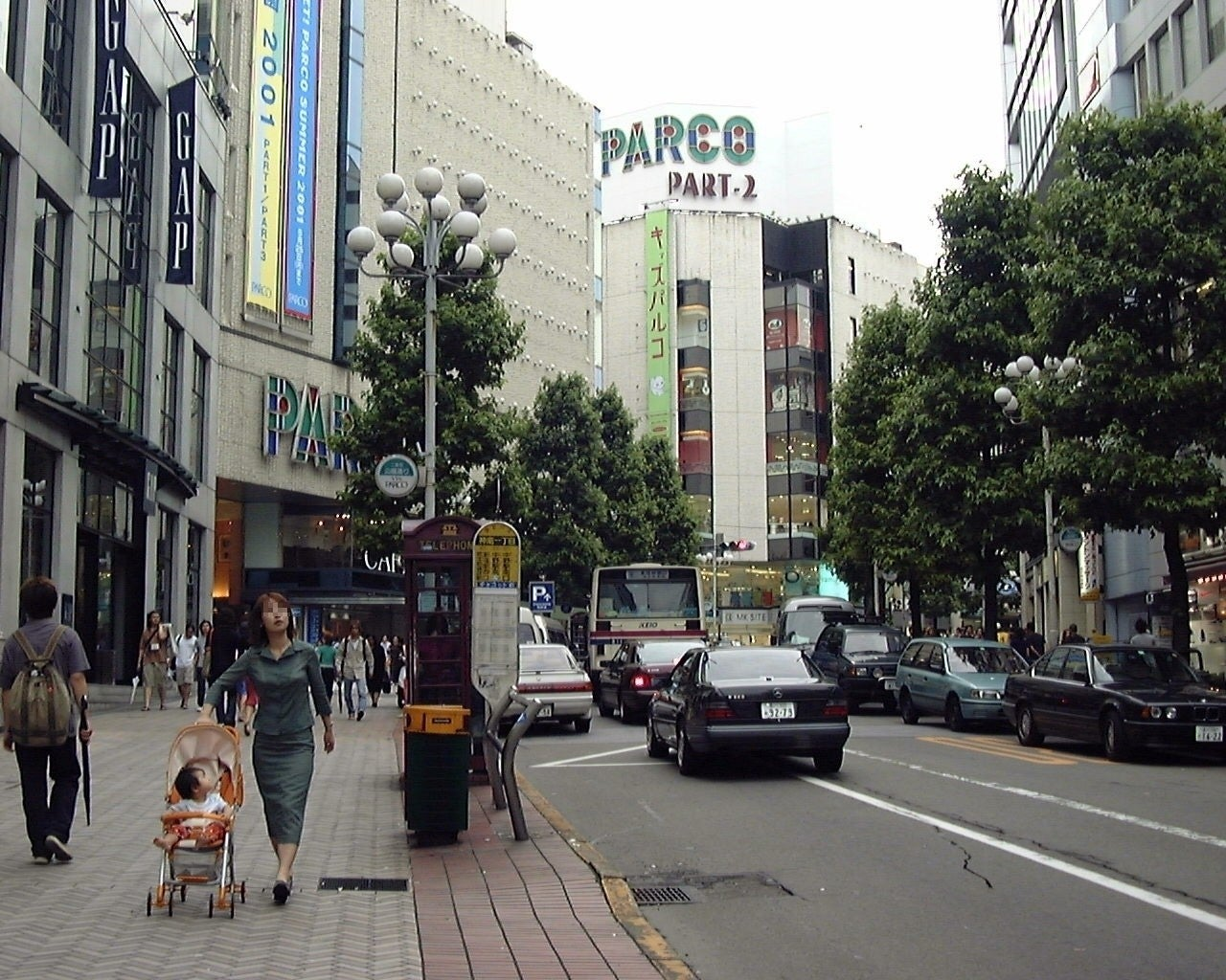渋谷の日らしい... 写真は2001年の渋谷。まだPARCOもGAPもあった時代 ...