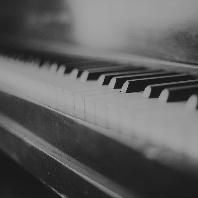 piano-349928_モノクロ