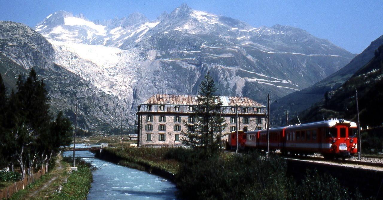 グレッチ駅とローヌ氷河