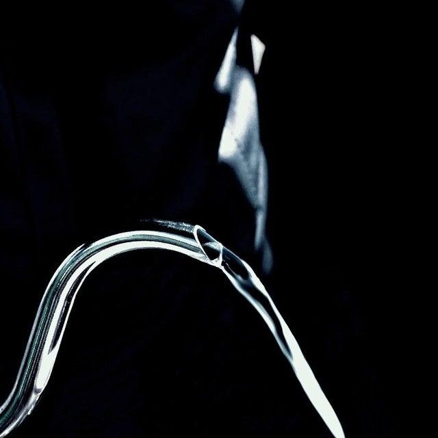 水を飲む男ジャケ写