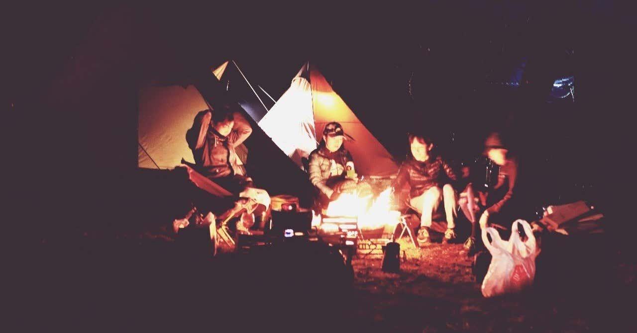女子キャンプ_焚き火