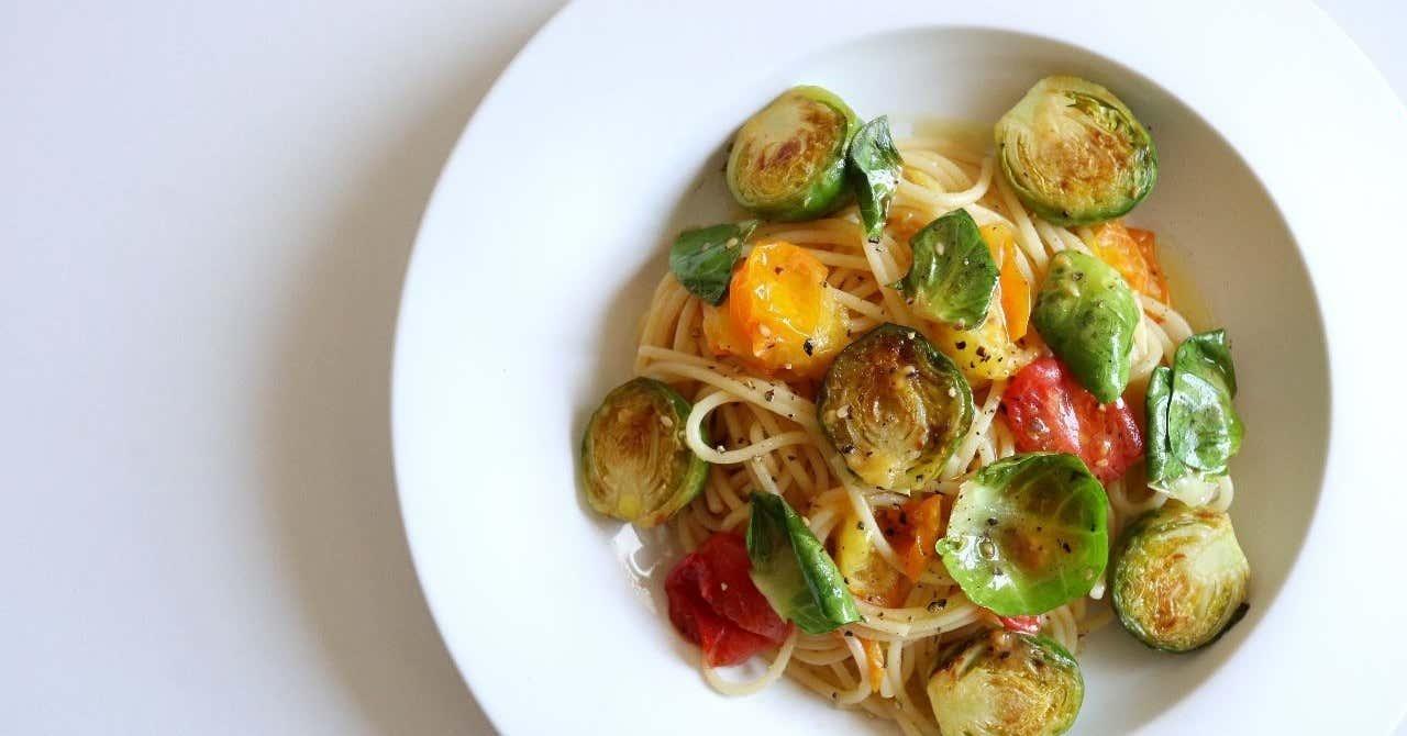 芽キャベツとトマトのオイルパスタ